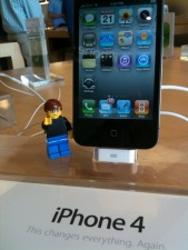 lego-steve-jobs-demos-iphone4